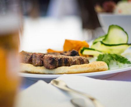 Обязательно попробуйте сербское блюдо Чевапи